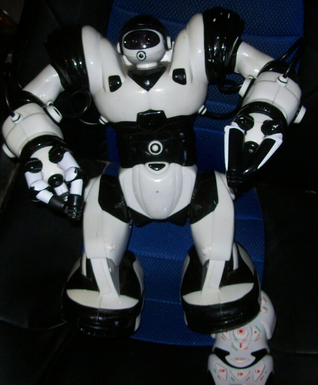 """Wowwee Robosapien Large 14"""" White  Humanoid Robot Complete With Remote Control"""
