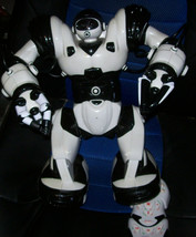 """Wowwee Robosapien Large 14"""" White  Humanoid Robot Complete With Remote Control image 1"""