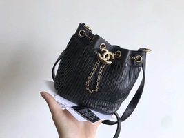 RARE AUTHENTIC CHANEL 2018 RUNWAY LEATHER DRAWSTRING BUCKET BAG GOLD HW RECEIPT