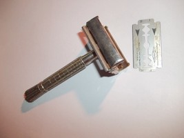 Vintage Gillette Safety Razor F1 Flair End 1960 - $8.99