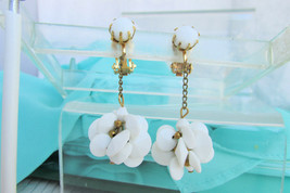 Chain Swinging White Cluster Earrings Clips Acrylic Disks Wired Golden V... - $13.49
