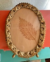 Vintage Oval Photo Picture Frame Embossed Filigree Metal Gold Tone - $387,62 MXN