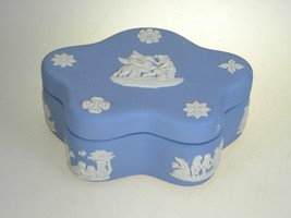 Wedgwood Jasperware Cream on Lavender Pentefoil Box Muses/Pegas - $26.68