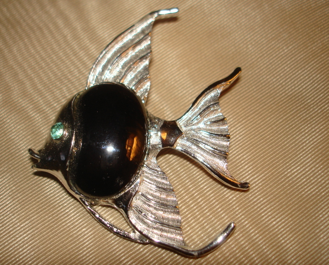 Primary image for FABULOUS VINTAGE 60's SILVER METAL HEMATITE GREEN EYE FISH CABOCHON PIN BROOCH