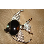 FABULOUS VINTAGE 60's SILVER METAL HEMATITE GREEN EYE FISH CABOCHON PIN BROOCH - £13.11 GBP