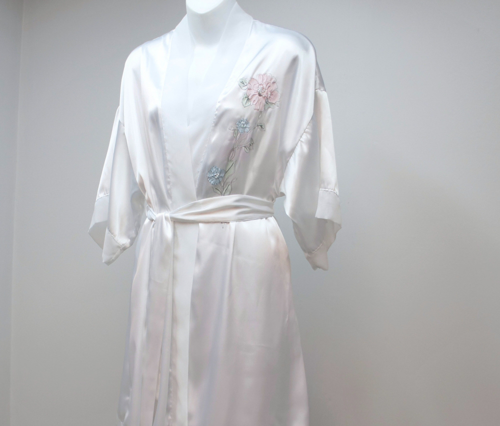 White Nightgown and Robe Secret Treasures Embroidered Floral Belted Honeymoon Si