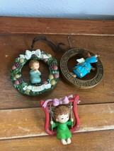 Gently Used Vintage Lot of 3 Plastic Peace On Earth Angel Praying in Wre... - $12.19
