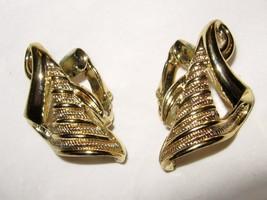 """VTG Coro pale gold clip earrings 1"""" signed - $25.73"""