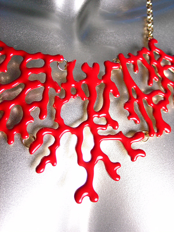 UNIQUE Red Lacquer Enamel Coral Motif Metal Drape Necklace Set