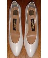 Pair of White Easy Spirit Dress Pumps ~ Size 8 2A/4A - $25.00