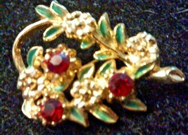 Vintage Gold Tone Floral Pin - $1.38