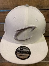 Cleveland Cavaliers Bianco Grigio New Era NBA Snapback Adulto Cappello N... - $20.84