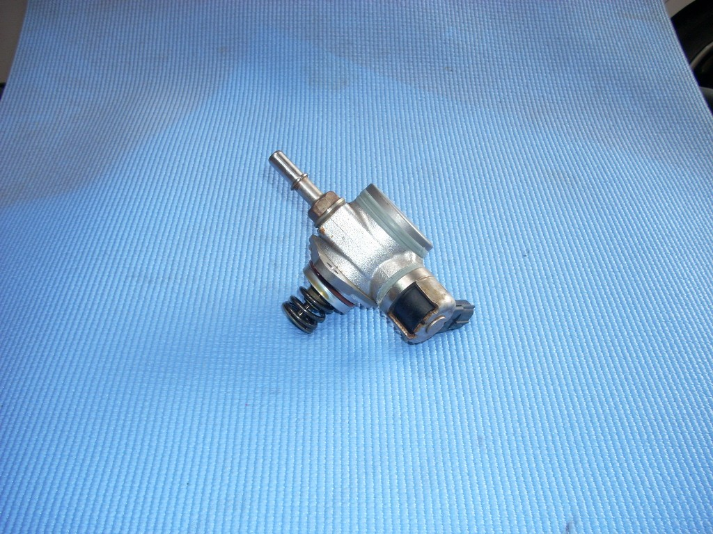 2014 FORD FOCUS ENGINE MOUNTED FUEL PUMP CM5E-9D376-CB GENUINE OEM