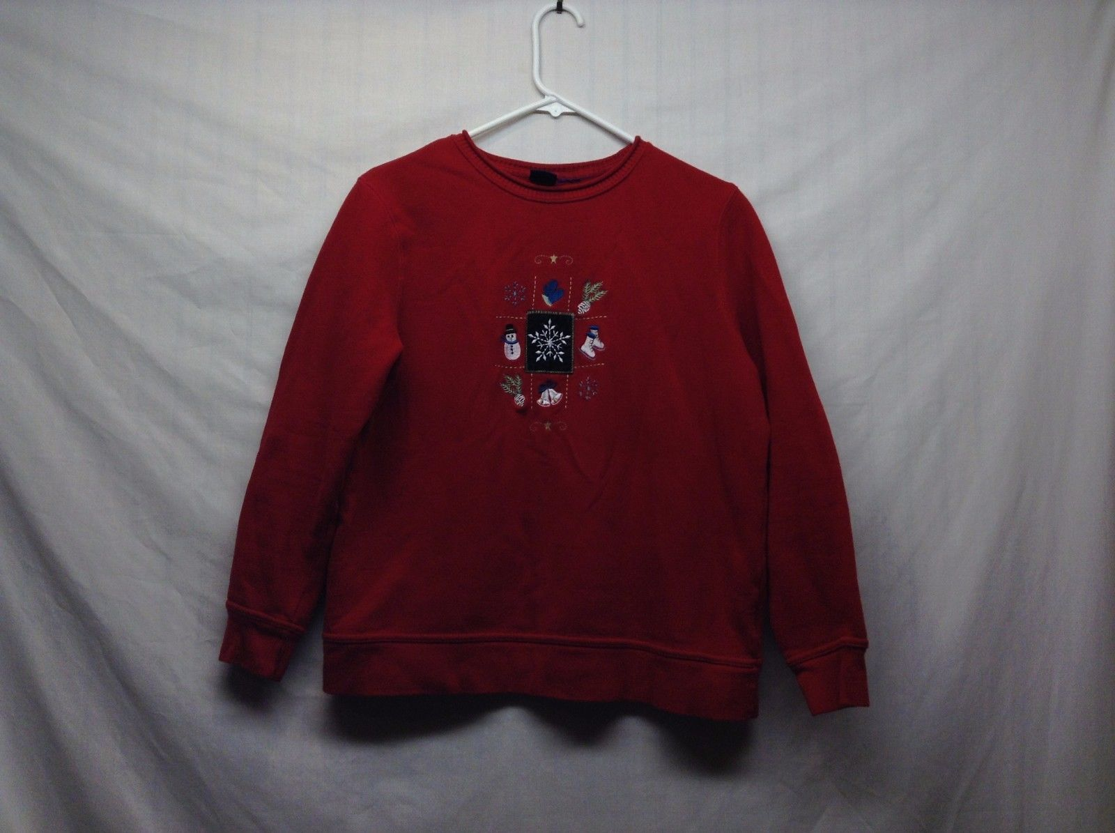 Basic Editions Super Soft Red Winter Sweater w Winter Design