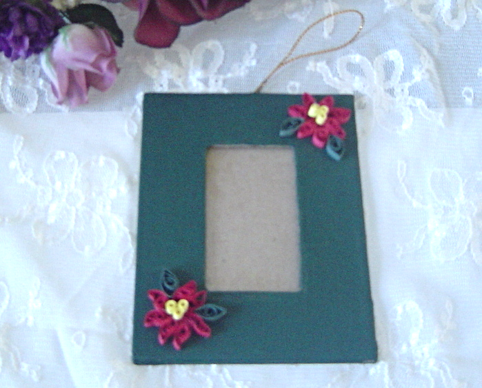 Handcrafted Paper Quill Hanging Picture fFame, Green Poinsettia