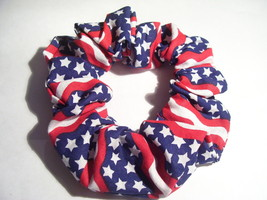 WAVY PATRIOTIC USA AMERICAN FLAG PONYTAIL HOLDER WRAP HAIR SCRUNCHIE - $5.99