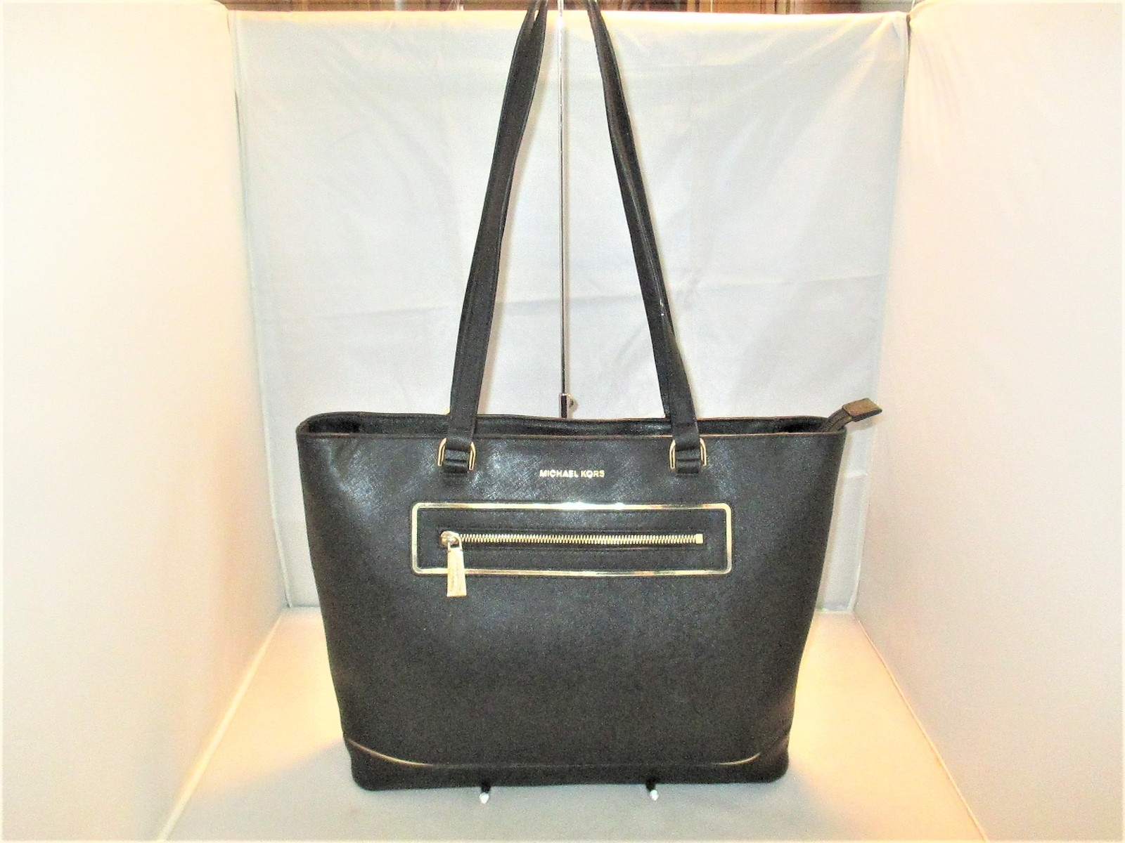 f42811a169612c Michael Kors Handbag Frame Out Large and 50 similar items. Img 2598