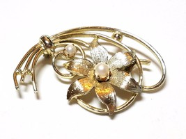 Lovely Vintage Feminine Flower Pin With Faux Pearls - $14.39