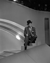 Frank Sinatra Iconic Image On Set In Classic Hat And Suit 1950'S 16X20 Canvas Gi - $69.99
