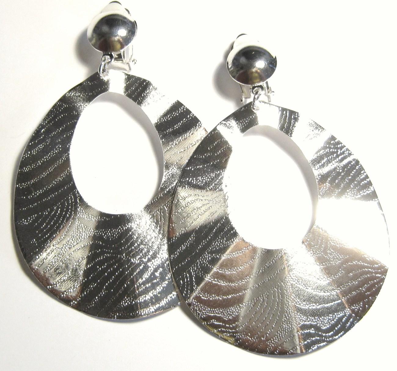 Ea101 wavy silver clip on