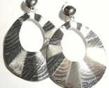 Ea101 wavy silver clip on thumb155 crop
