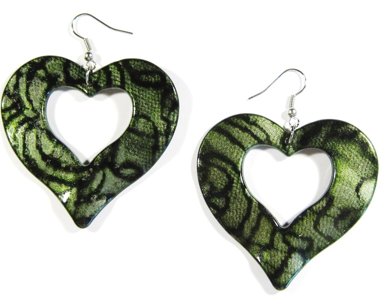 Ea135 green heart earrings