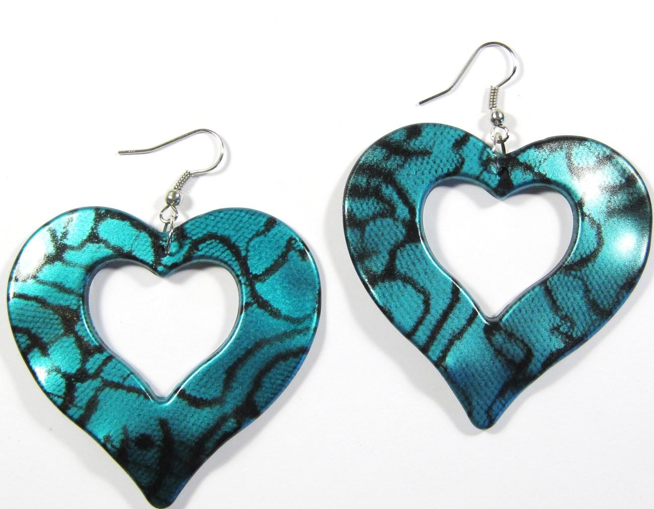 Ea138 aqua heart earrings
