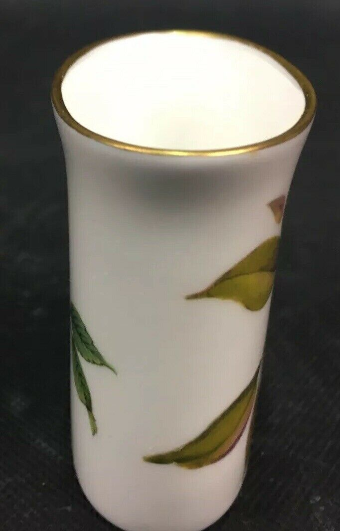 "Royal Worcester Fine Bone China 1974 ""Arden"" Toothpick/Cigarette Holder"