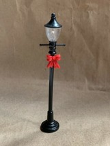 "4"" Unbranded Street Lamp W Bow Christmas Figurine Village Decoration Used - $15.98"