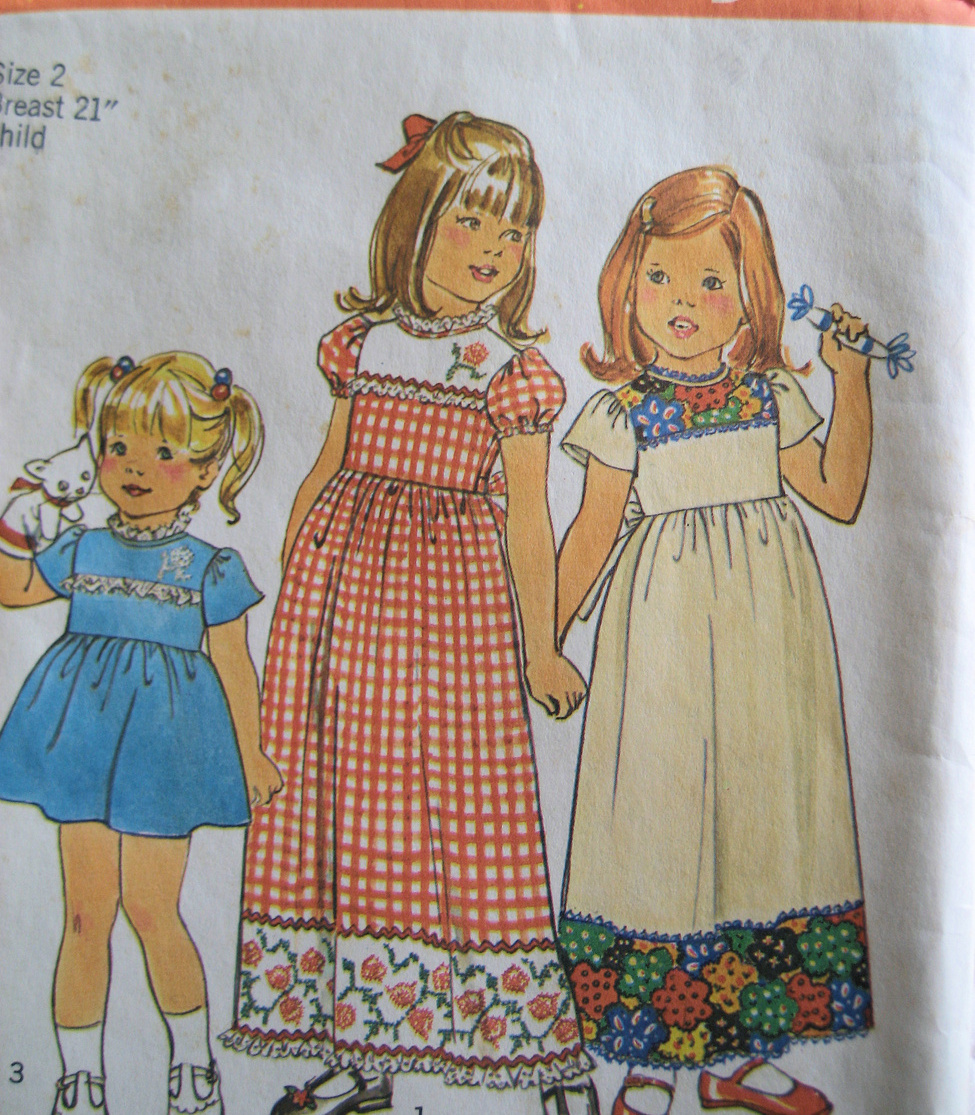 Simplicity 7199 Vintage 70s Girls 2 High Waist  Dress Patt