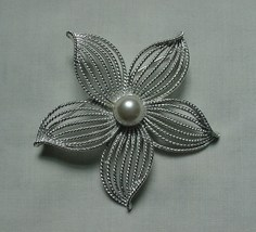 Lovely Vintage Sarah Coventry Silver Tone Faux Pearl Starflower Starfish Pin - $22.50
