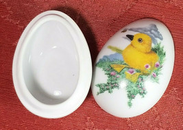 SMALL FRANKLIN PORCELAIN EASTER 1982 EGG TRINKET BOX COLLECTIBLE image 2
