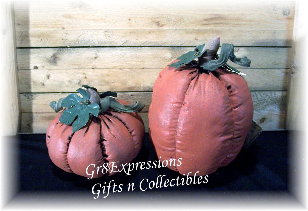 Set of 2 primitive pumpkins