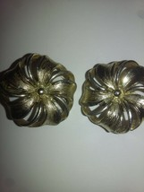 VINTAGE Flower Clip-On Lisner Earings - $11.65