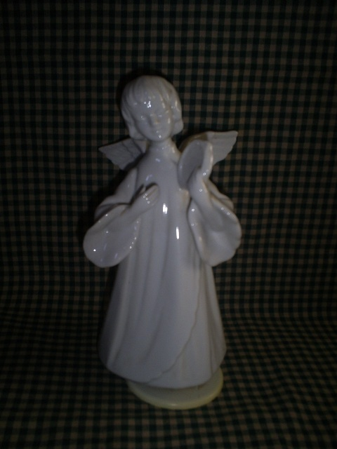 Revolving Musical Angel, Plays Silent Night