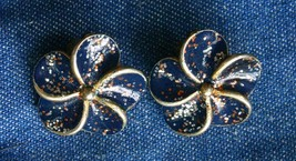 Fabulous Blue Glitter Enamel Gold-tone Flower Clip Earrings 1970s vintag... - $10.40