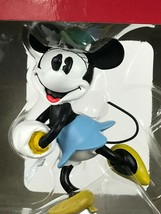 Disney Hallmark Minnie Mouse Ice Skating Christmas Tree Ornament - £8.13 GBP