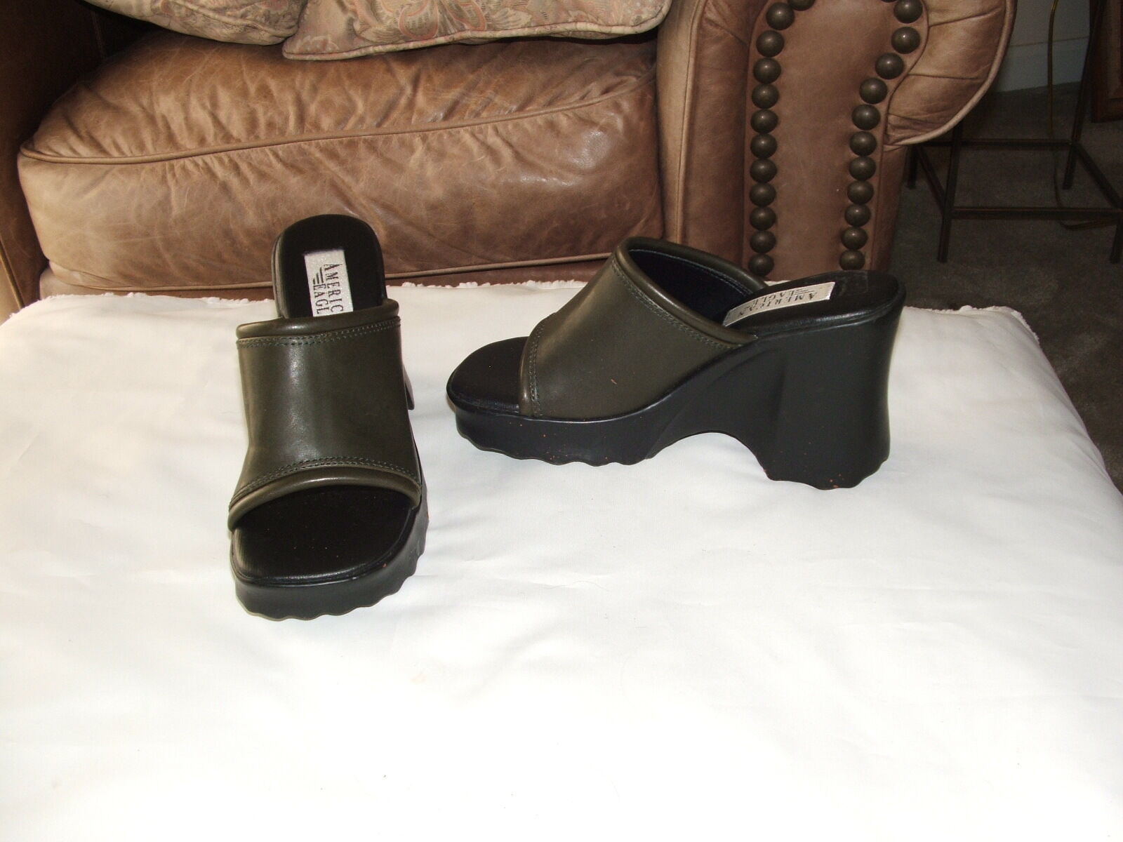 new  retro AMERICAN EAGLE dark olive  slide shoes size 5.5 m