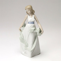 Nao by Lladro 02001343 Walking On Air Porcelain Figurine Glased New  - $99.00