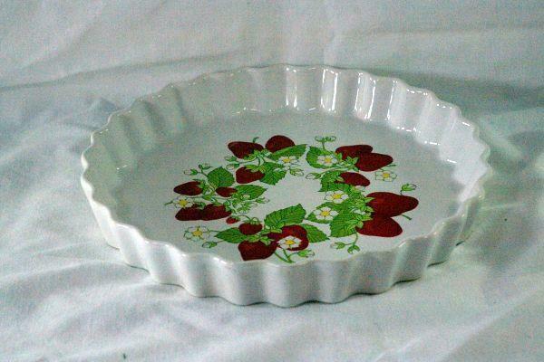 Action Industries Strawberries Quiche Dish #21018 NIB