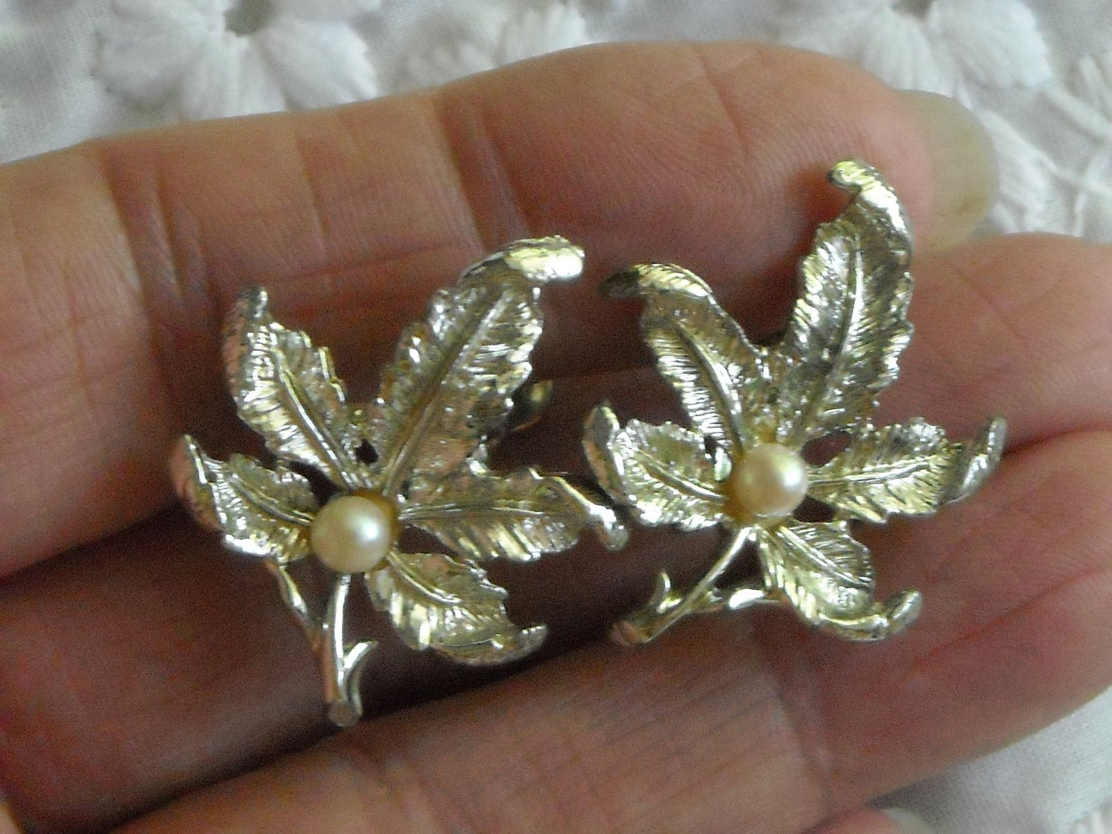Vintage Maple Leaf Faux Ivory Pearl Screw Back Earrings Shiny Silver Tone