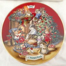 Vtg 1992 Collector Plate Sharing Christmas With Friends 22k Gold Trim Po... - $22.71