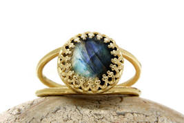 delicate Labradorite ring,14k gold ring,small gemstone ring,double band ... - $45.00+