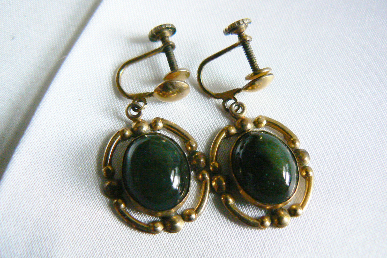 Primary image for VTG 12k GF Retro Green oval cut Jade stone screw clip earrings