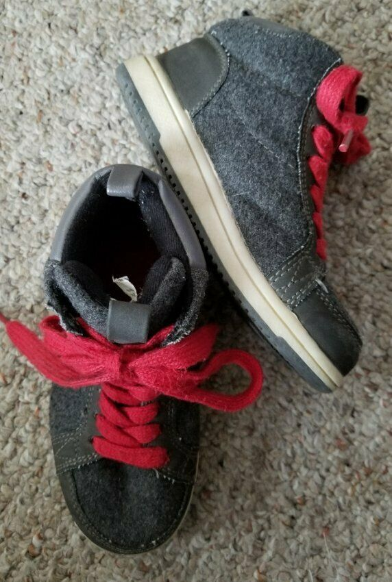 GAP Gray High Top Fleece and Leather Sneakers Youth Boys Size 11 - $6.79