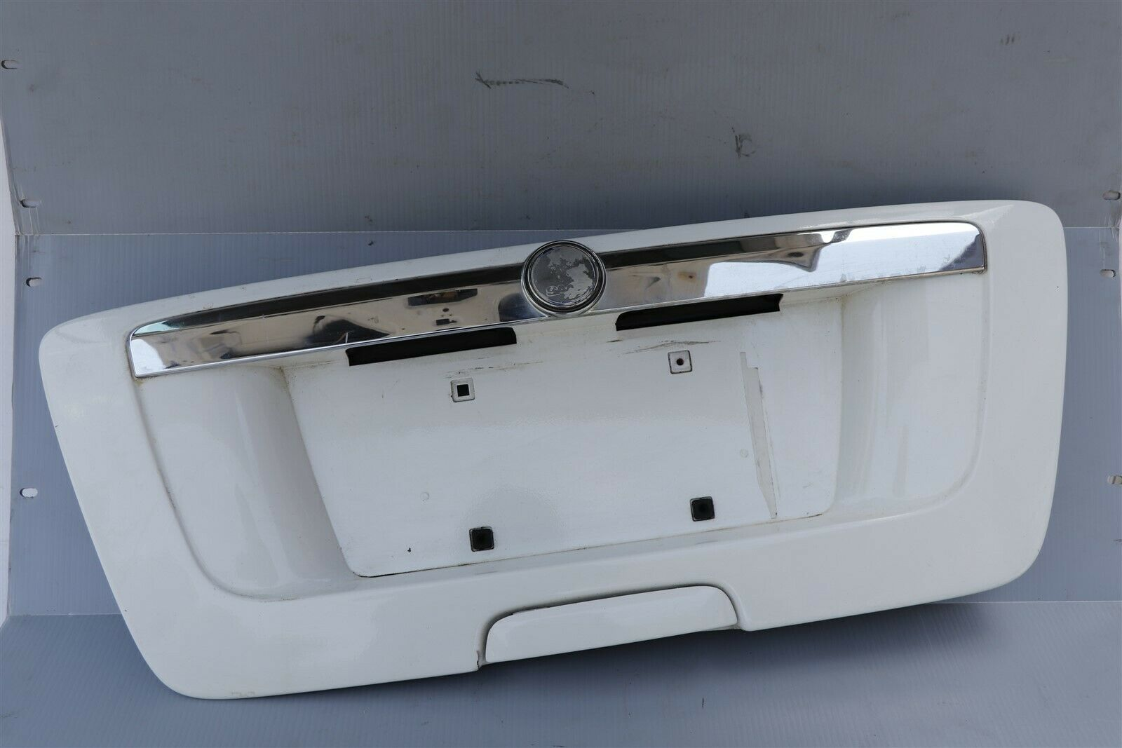 Saab 9-7x 97x Tail Gate Trunk Lid Backup License Panel Lights Garnish