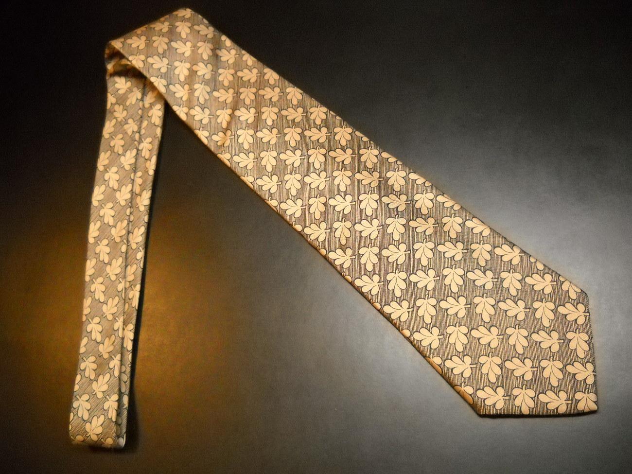 Guy Laroche Paris Monsieur Neck Tie Repeating Leaves Browns Black Imported Silk