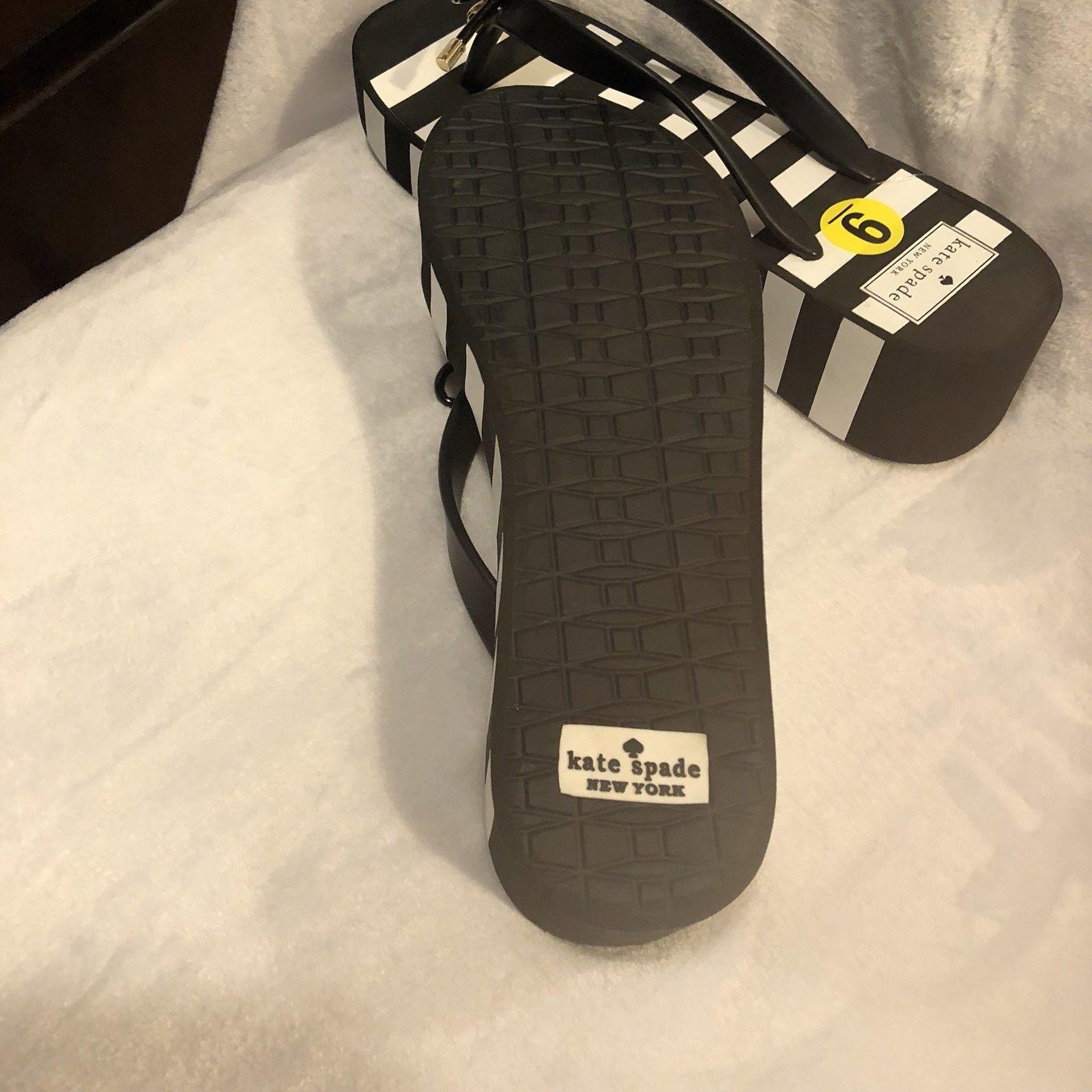 15e73619edea KATE SPADE Rhett Black+White Striped Wedge Flip Flops Sandals 9 NEW Gold  Logo