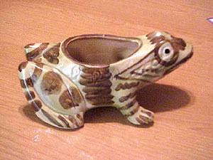 Brush Pottery 8 Inch Frog Planter #B823