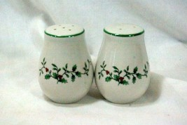 Royal Seasons Holly Vine Salt And Pepper Shaker Set Pattern RN4 - $9.00